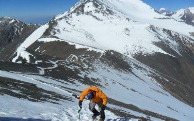 Ascenso al Cerro Vallecitos 5450 msnm. Cordón del Plata. Mendoza.