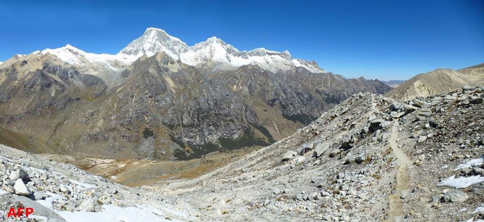 Perú. Cordillera Blanca. Nevado de Urus 5420  y Nevado de Ishinca 5530