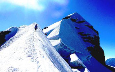Bolivia. Huayna Potosí 6088 msnm +Pequeño Alpamayo.